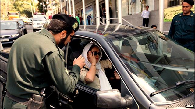 برخورد جدی پلیس با کشف حجاب در داخل خودروها