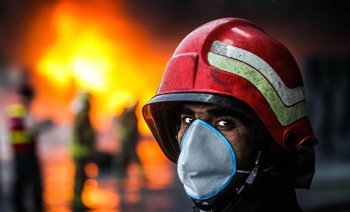 مصدومیت ۱۵ آتشنشان هنگام اطفا آتش برج آناهیتا