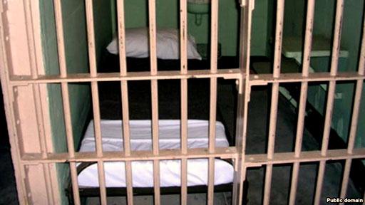 شکایت یک زندانی از پزشک و مسئولان زندان به دلیل قصور در پزشکی
