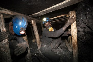 تجمع اعتراضی کارگران معدن منگنز قم