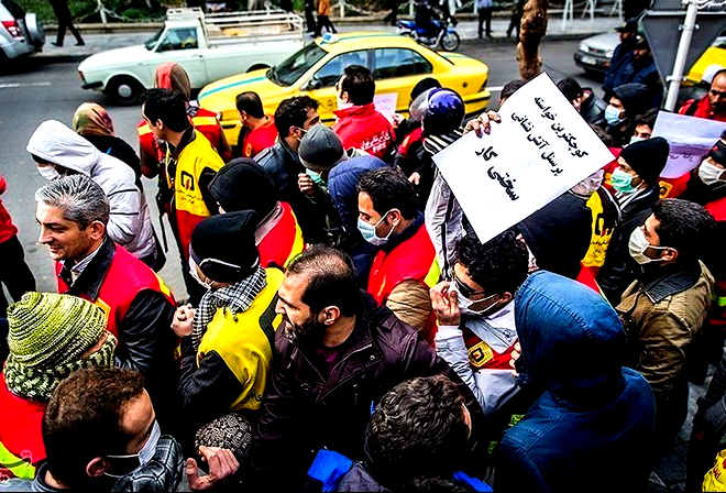 تجمع آتش نشانان مقابل شهرداری تهران