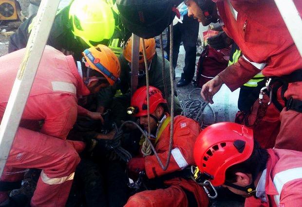 سقوط یک کارگر در چاهی به عمق ۲۰ متر