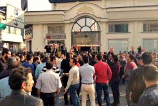 صنف مبلمان در «یافتآباد» دست به اعتراض زدند
