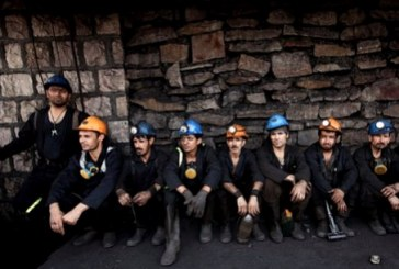 سومین روز تجمع ۲۰۰ نفر از کارگران فصلی معدن آقدره