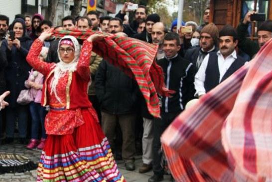اعتراض اصولگرایان به برگزاری کارناوال تئاتر در رشت/ به همراه تصویر