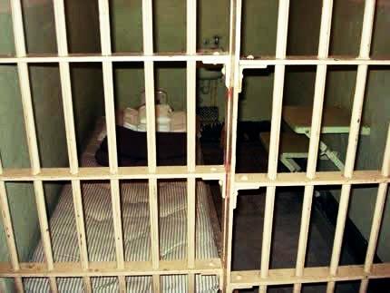 وضعیت نامناسب جسمانی محمد سیفزاده پزشکان در زندان برازجان