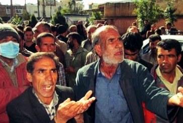 تجمع ۲۰۰ نفر از کارگران پیمانی فضای سبز منطقه دو شهرداری اهواز