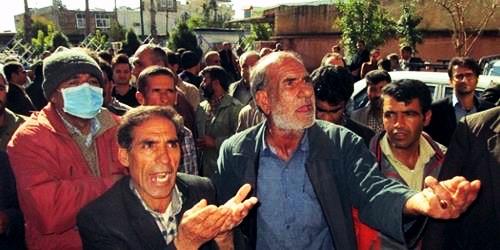 تجمع کارگران فضای سبز یاسوج در اعتراض به عدم پرداخت دستمزد