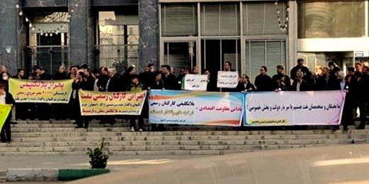 کارکنان شرکت نفت: پرسنل را با شرکت فروختهاند!