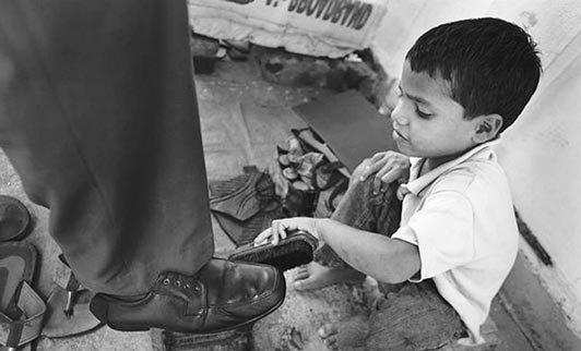 قوانین مربوط به کودکان کار متناقض است