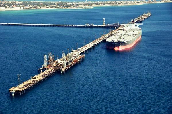 یک کارگر بر اثر سقوط از اسکله نفتی درجزیره خارک بوشهر جان باخت