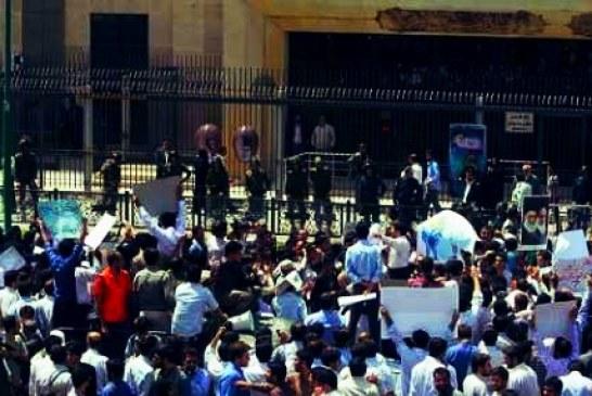 تجمع معلمان حقالتدریسی و مربیان پیشدبستانی مقابل مجلس