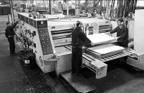 ۶۰۰ کارگر کارخانه کاشی حافظ شیراز بیکار شدند