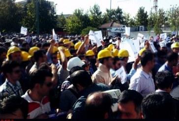 تجمع دویست نفره کلاهزردها مقابل نهاد ریاست جمهوری