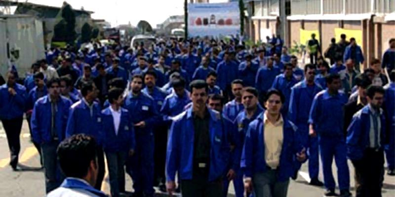تجمع کارگران پیمانکاری فاز ۱۹ عسلویه برای معوقات مزدی