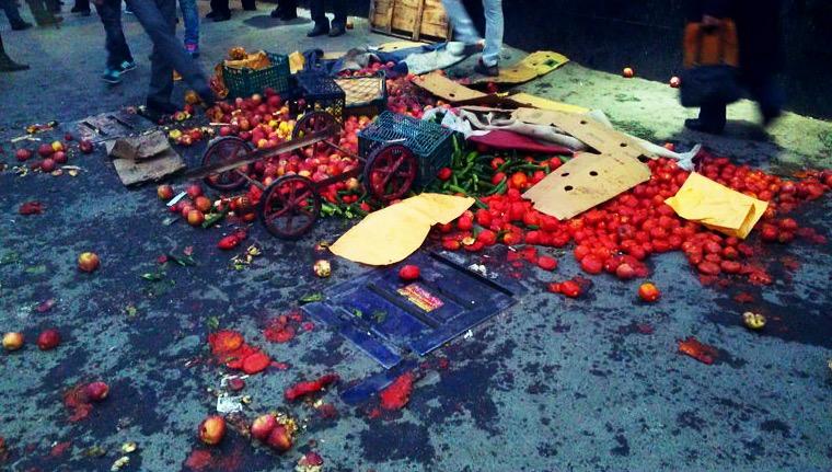 درگیری شدید ماموران شهرداری با دستفروشان