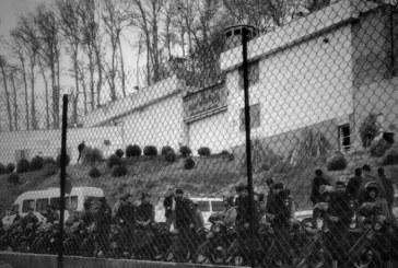 تجمع هواداران عرفان حلقه مقابل زندان اوین