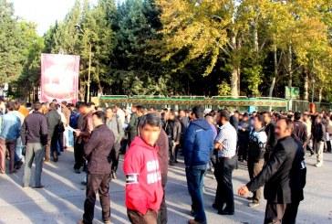 تجمع صد و سی کارگر بازنشسته معترض معدن ذغال سنگ البرز شرقی مقابل ساختمان اداری