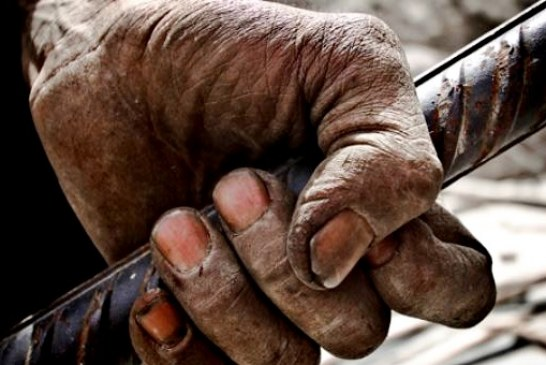 حقوق ماهیانه یک کارگر پول توجیبی یک روز وزیر کار است/کدام مسئول می تواند با حقوق ۸۰۰ هزار تومانی کارگری زندگی کند؟