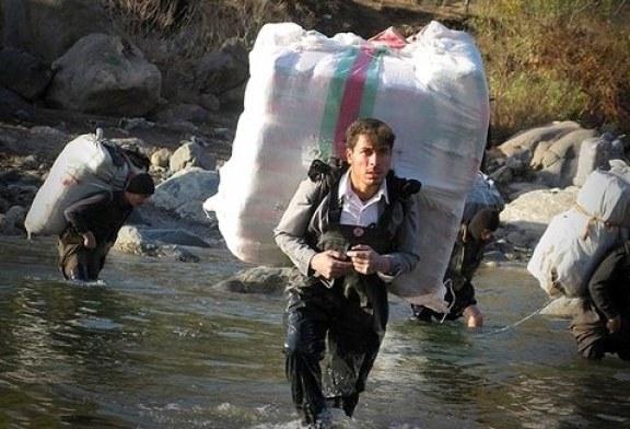 کولبران خسته از وعدههای تدبیر و امید / احسان فتاحی