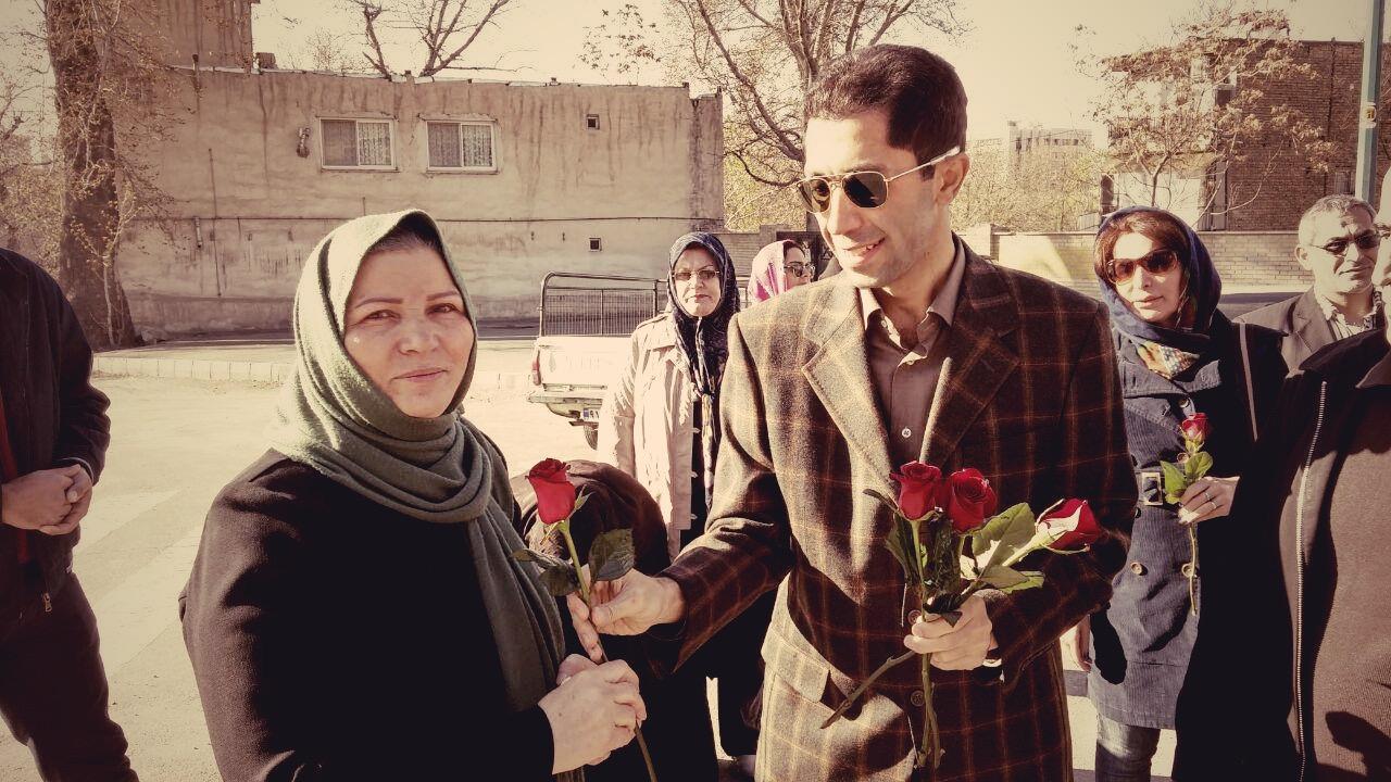 خانواده های زندانیان سیاسی مقابل زندان اوین مورد ضرب و شتم قرار گرفتند