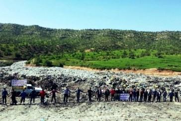 تجمع اعتراضی و تشکیل زنجیره انسانی مردم دهستان خوشناموند در محل دفن زباله های کوهدشت