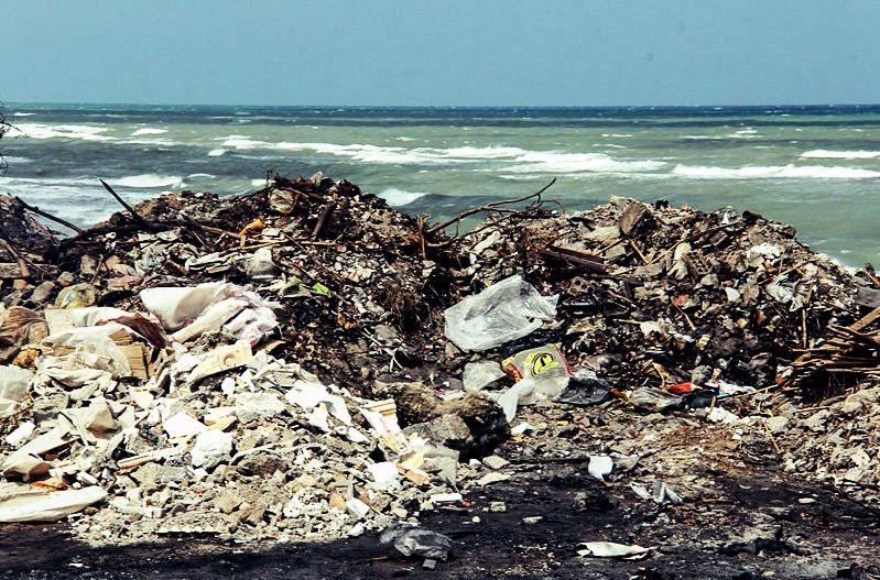 انباشت زباله محمودآباد در ساحل دریا؛ تخریب محیطزیست به دلیل نبود خروجی مناسب در بازیافت زباله