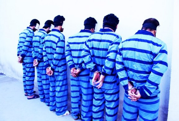 زندانی ها همیشه لباس دالتون ها را می پوشند؟