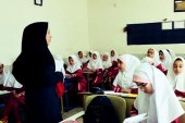 اعتراض معلمان حق التدریس در یزد نسبت به عدم پرداخت حقوقشان