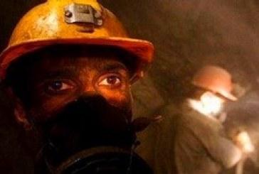 کارگران اخراجی معدن چشمه پونه جاده را بستند