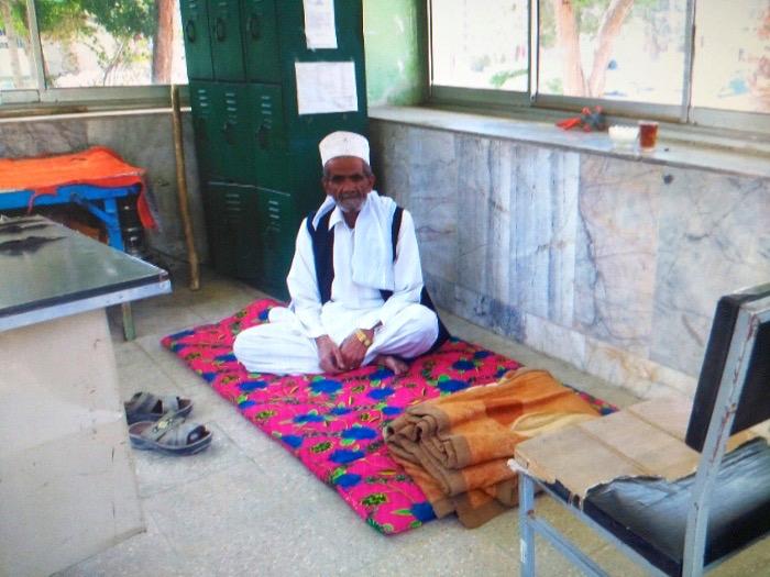 تحصن متفاوت کارگر فقیر شهرداری سراوان