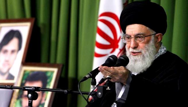 علی خامنهای خطاب به پلیس: در موضوع امنیت اخلاقی به مخالفتها توجه نکنید