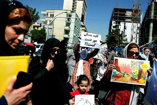 تجمع متقاضیان مسکن مهر پردیس مقابل شرکت عمران