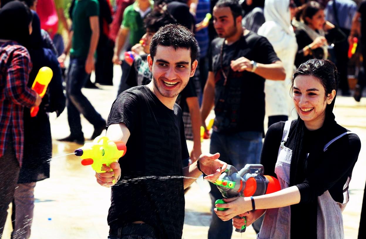 دستگیری عامل فراخوان آببازی در کرج/ مقابله پلیس با آب بازی