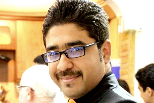نگهداری کیوان پاکزادان، شهروند بهایی، در انفرادی زندان اوین