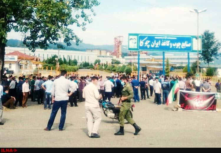 تجمع کارگران صنایع چوب و کاغذ «چوکا» مقابل درب کارخانه