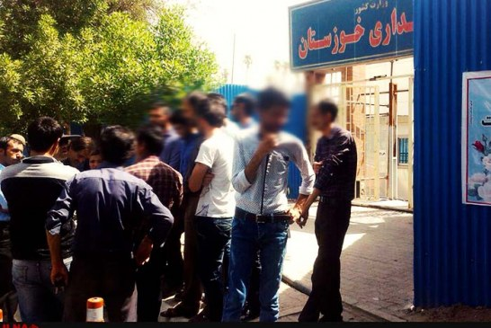 تجمع کارگران ساختمانی اهواز مقابل ساختمان استانداری