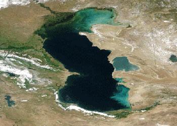 آب دریای خزر یک متر پایین رفت