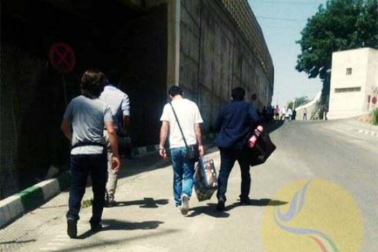 مهدی و حسین رجبیان به زندان اوین رفتند/ تصویر