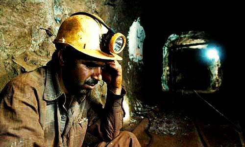 بخشی از کارگران معادن از فهرست دارندگان مشاغل سخت و زیانآور خط خوردند