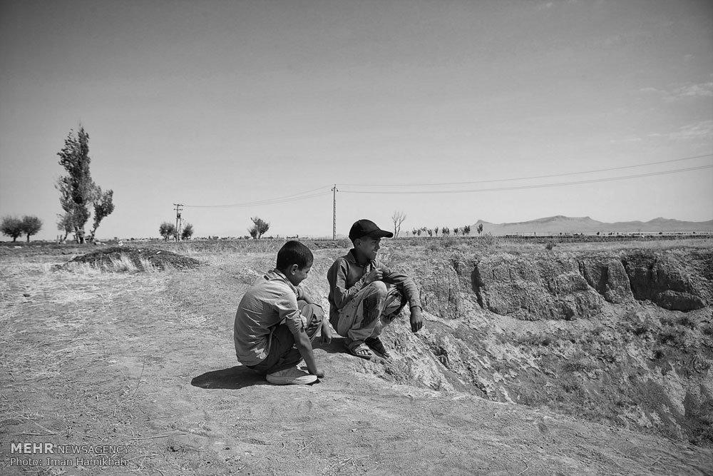 خشکسالی دشت کبودرآهنگ و بروز فروچاله ها/ تصویر
