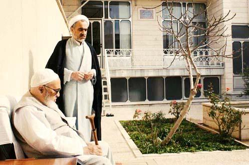 اعتراض ۱۵۱ نفر از فعالان سیاسی و مدنی به حکم دادگاه ویژه روحانیت علیه احمد منتظری.