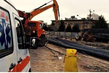 ریزش ٣٠ تن میلگرد جان یک کارگر را در شیراز گرفت