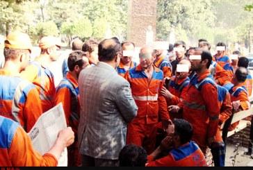 دومین روز تجمع ۲۰۰ نفری کارگران شهرداری منطقه دو اهواز