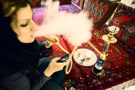 ورود زنان به قهوهخانهها ممنوع است