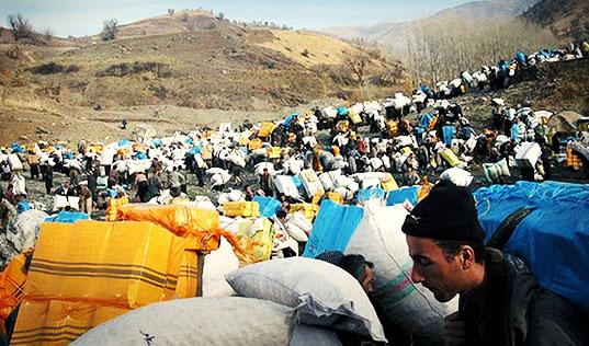 مرگ دستکم شش کولبر در مناطق مرزی بر اثر ریزش بهمن و سقوط از کوه طی هفتههای اخیر
