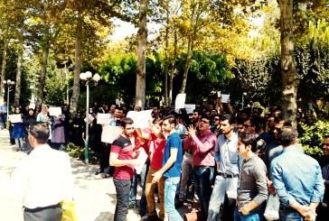تجمع دانش آموزان مقابل وزارت آموزش و پرورش