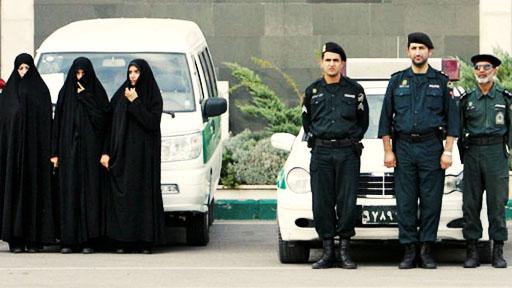 پلیس شیراز با 'شلوارهای ریشریش و مانتوی چسبان و شیشهای' برخورد میکند