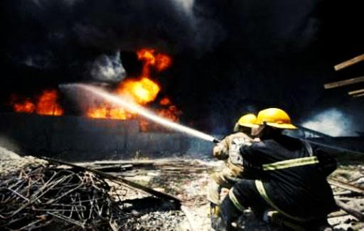 آتشسوزی در انبار کارخانه روغن/ سوختگی بالای ۹۰ درصد ۴ کارگر