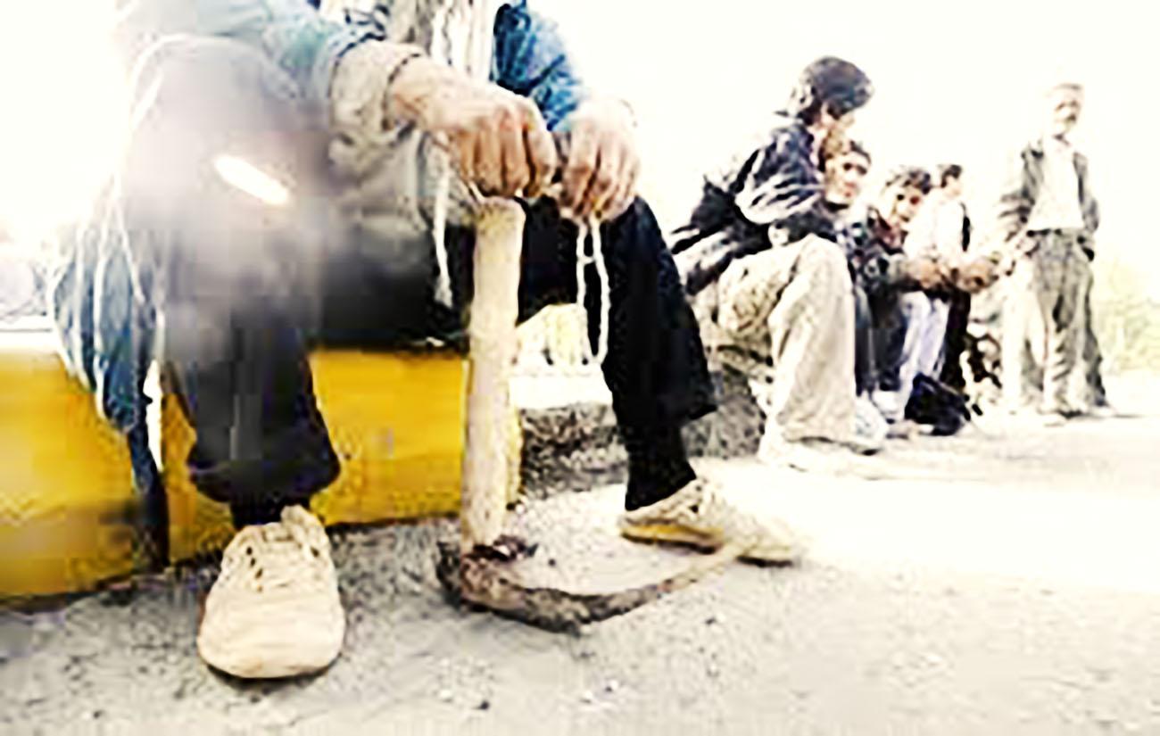 کارگران قراردادی شرکت ارساساختمان ۳ روز است که دست از کار کشیدهاند